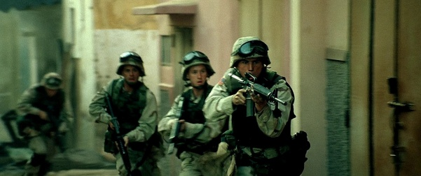 SSG Eversmann (Josh Hartnett) leads his Ranger team, many armed with M16A2s.