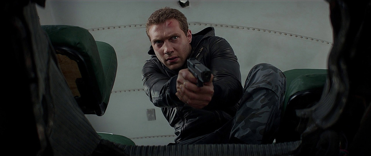 Kyle Reese (Jai Courtney) with the Glock 17.