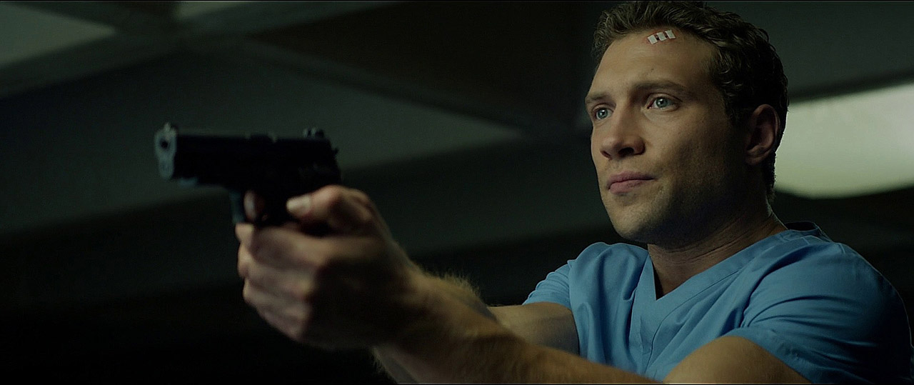 Kyle Reese (Jai Courtney) with the P226.